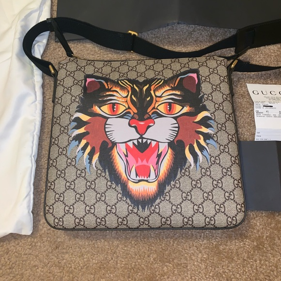 765601bb378c Gucci Bags | Gg Supreme Angry Cat Messenger Bag | Poshmark